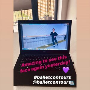Ballet Contours has gone global with the B Contours on demand ballet barre workout programme. Quick, easy access on any device, from any country, at any time of the day, BC offers you a unique full body workout that uses low impact but high repetition ballet techniques to give the body shape, strength and flexibility, getting quick results. Here at BC client in the UK is using a laptop to do a Ballet Contours glute workout in the bedroom.