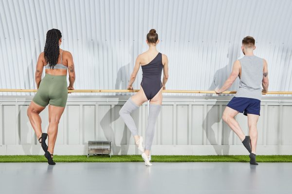 Ballet Contours can help you lose weight, strengthen and tone, improve your posture, flexibility and breathing through a set of world class barre fitness workouts. Here men and women are using traditional ballet techniques to strengthen their calf muscles and improve their balance.